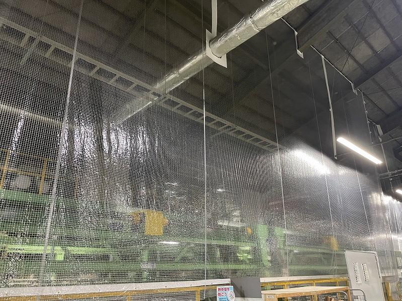 天井吊り下げ式ビニール間仕切り(固定式)<br>建物天井から吊り下げて間仕切を設置します。
